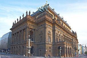 Национальный театр – величественный памятник предыдущих поколений