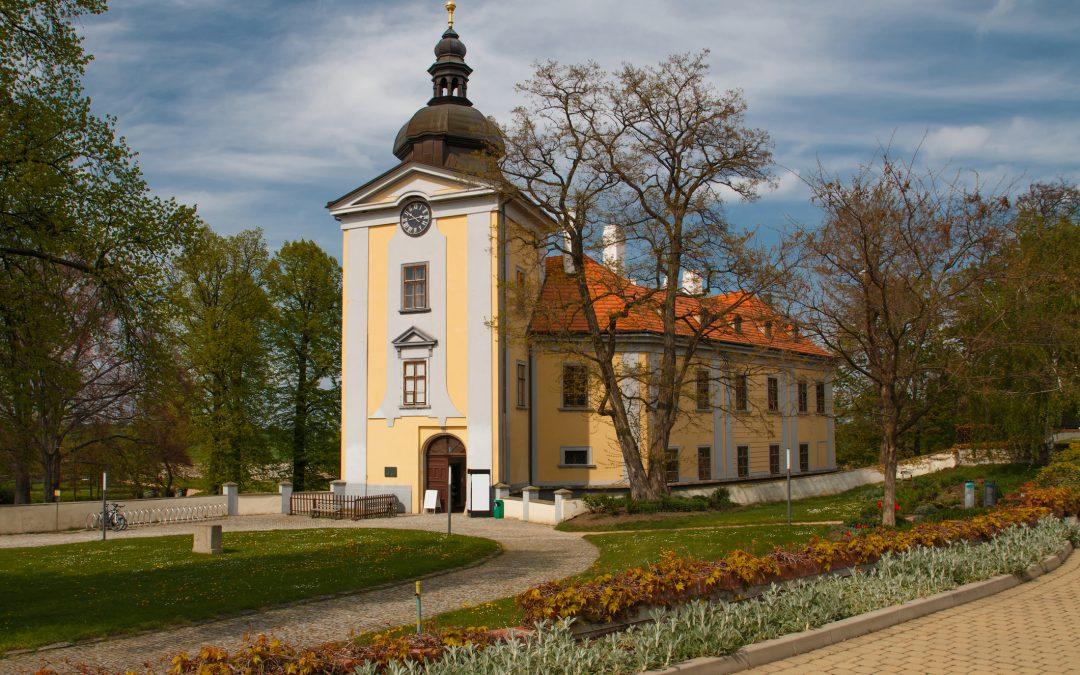 На прогулку недалеко от Праги: автобусом, пешком или на велосипеде на замок Цтенице