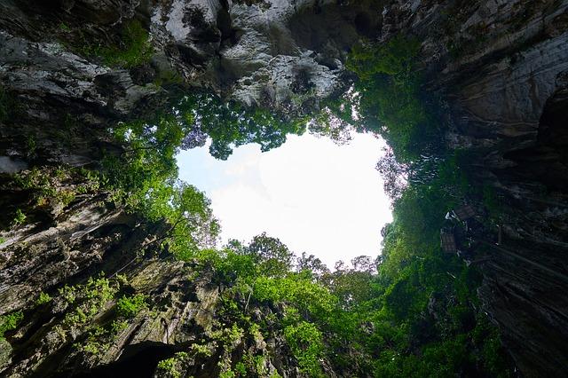 Спрячьтесь от жары в пещеру! Причем в одну из самых больших недалеко от Праги!